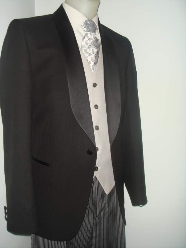 Alquiler y venta de trajes de media etiqueta. Boda 10 Madrid. c1b963dc9cc5
